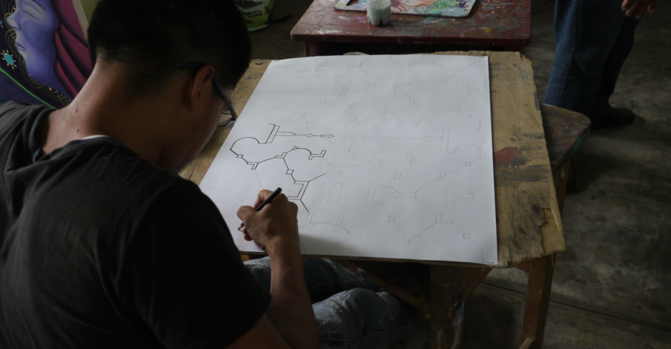student drawing quene
